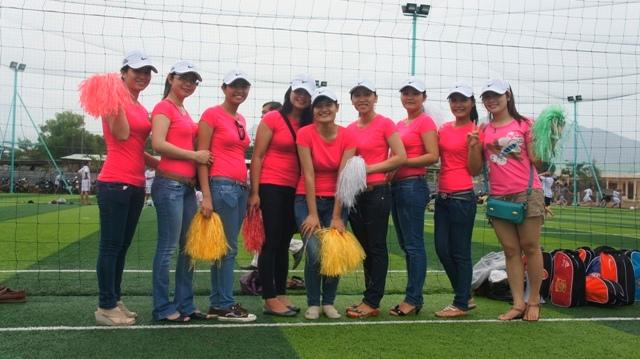 Những chị em cổ động viên đầy nhiệt tình của giải bóng